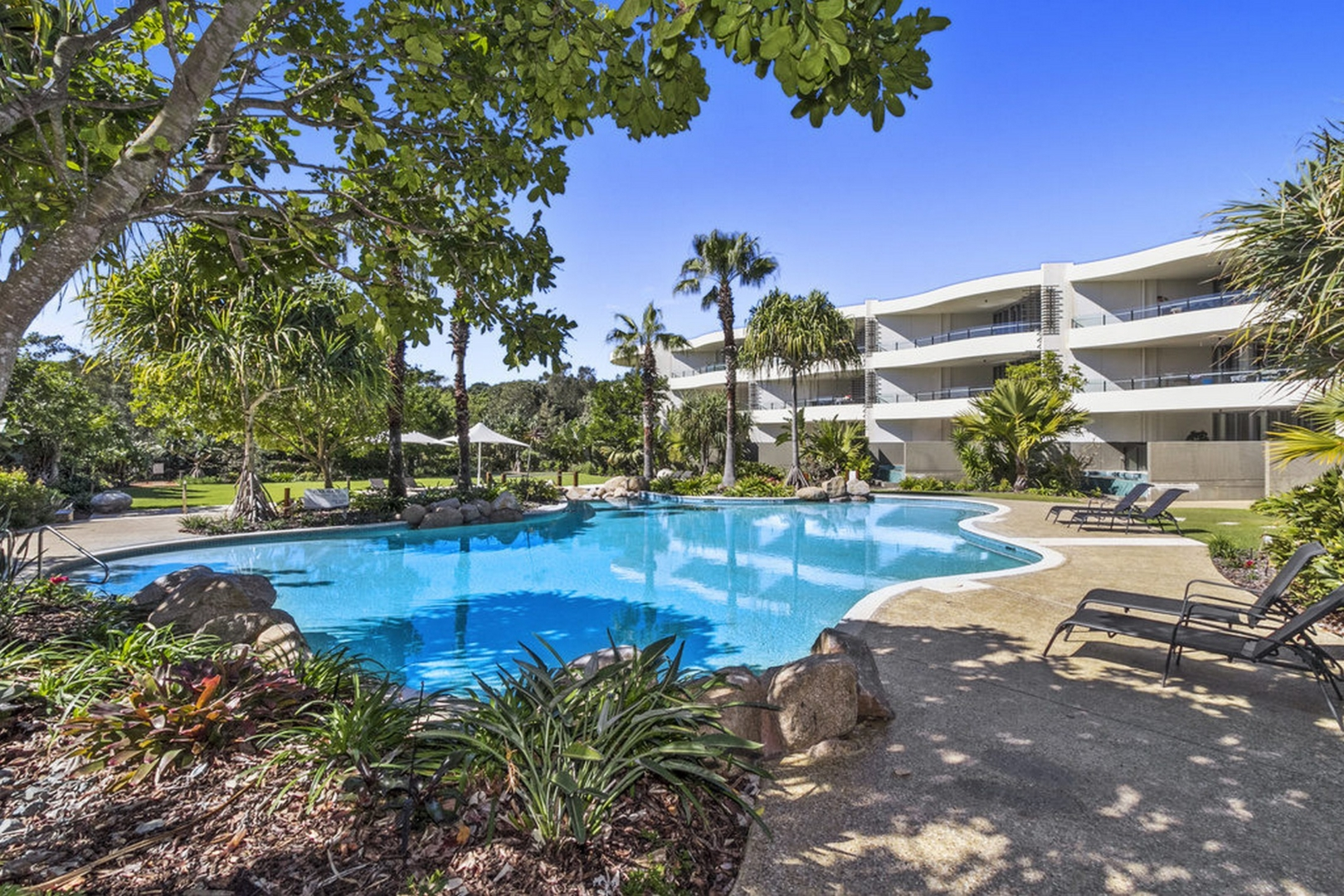 LUXURIOUS APARTMENT WITH PRIVATE PLUNGE POOL IN CASUARINA - 20% OFF!!